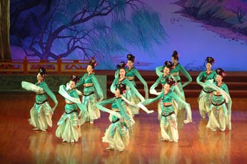 OPTION: TANG DYNASTY SHOW WITH DIM SUM DINNER Enjoy a traditional dumpling